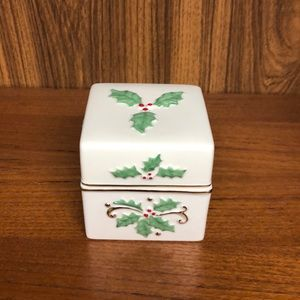 Lenox Holly Box with gold trim